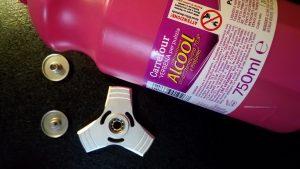 Nettoyer son hand spinner avec l'alcool